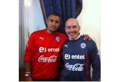 Masoterapeutas deportivos trabajando con la Seleccion Chilena de Futbol/ Arturo Vidal